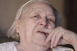 Das Charakterportrait einer alten Dame.