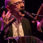 Bandoneón Fabian Carbone Signorelli auf der Tangonacht im Bürgerhaus Stollwerck. Ein Foto von Michael Röhrig.
